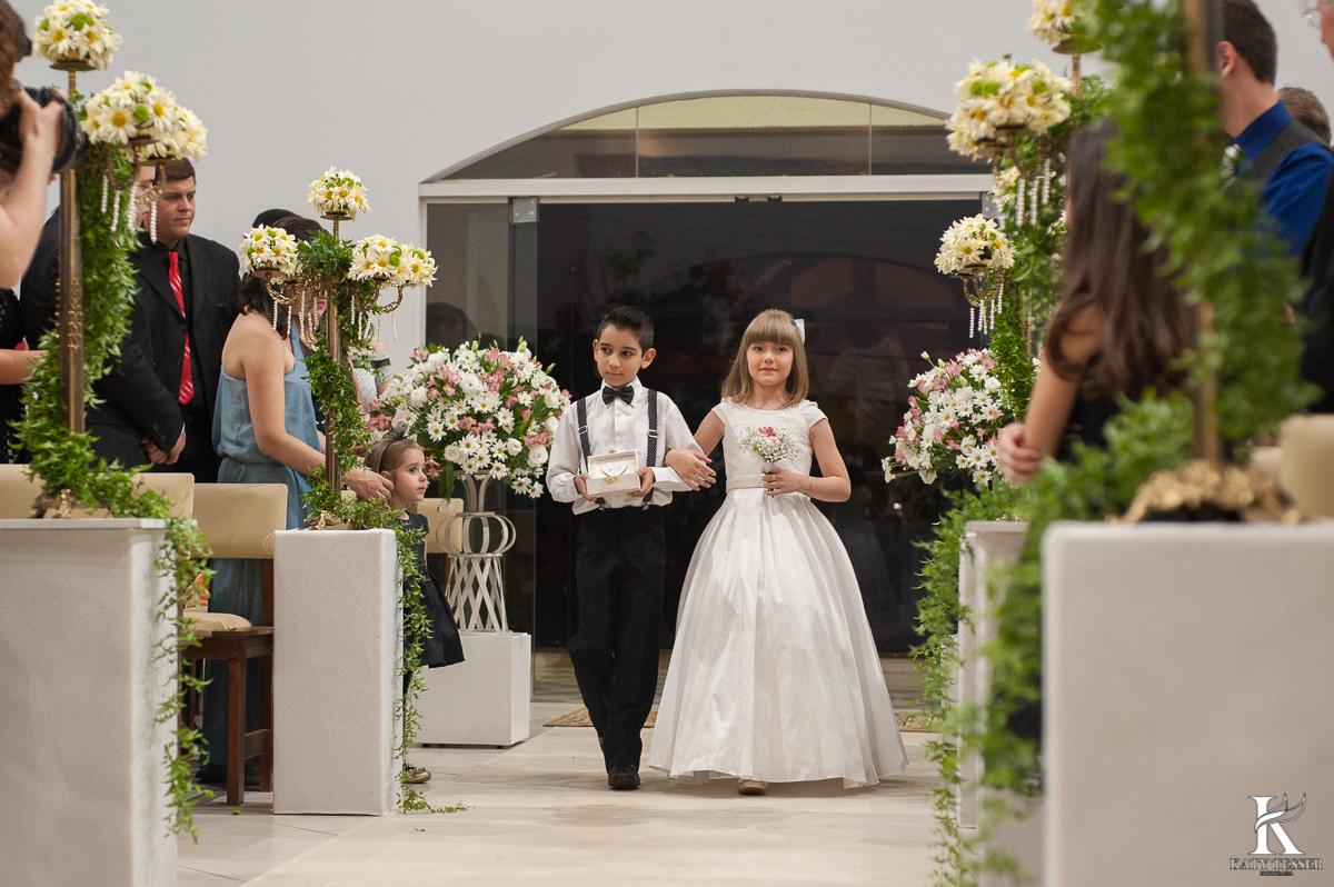 daminha, pagem, dama de honra, noiva, casamento, noivo, decoração de casamento, katy tesser, fotografo, parana, aliança de casamento
