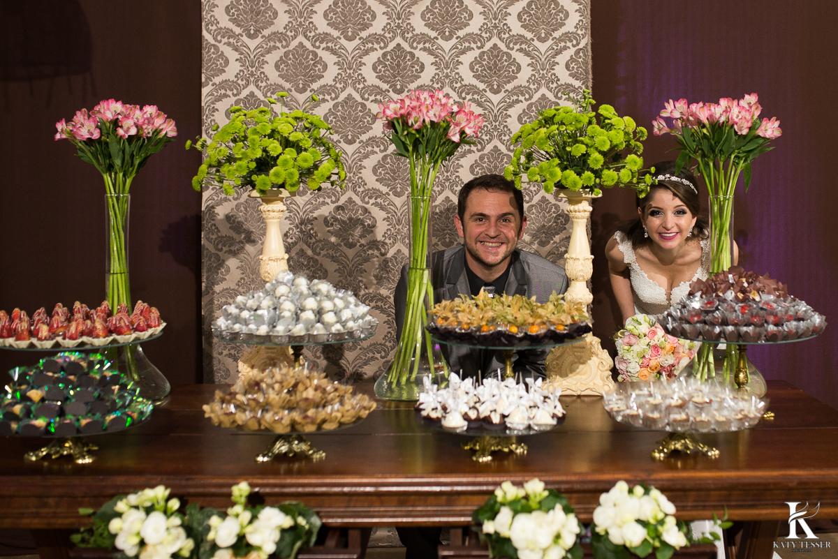 brinde dos noivos, champanhe, noivo, noiva, bouquet, vestido de noiva, casamento, katy tesser, fotografo, parana, doces de casamento, decoração de casamento