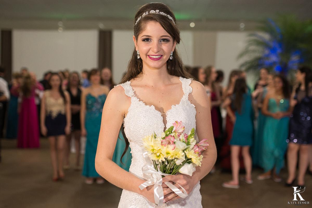brinde dos noivos, champanhe, noivo, noiva, bouquet, vestido de noiva, casamento, katy tesser, fotografo, parana, doces de casamento, decoração de casamento, bouquet