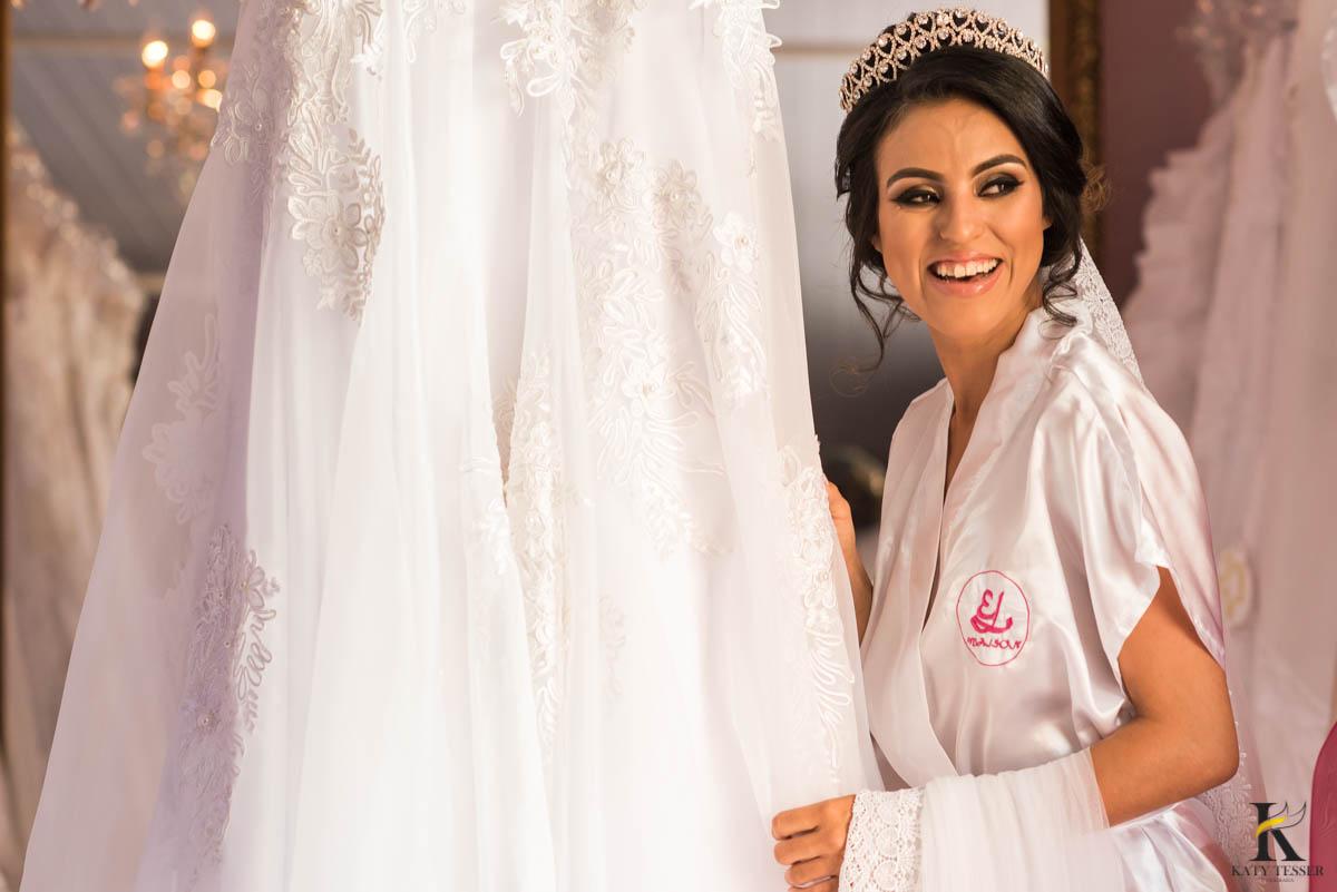 katy-tesser-fotografo-casamento-making of-noiva-noivo-maquiagem-mae-vestido-veu-brinco-sapato