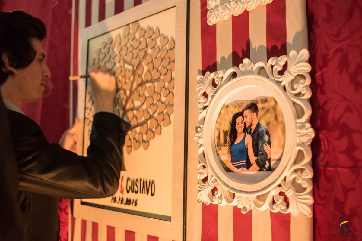 katy-tesser-fotografo-casamento-making of-noivo-terno-sapato-pais-quadro