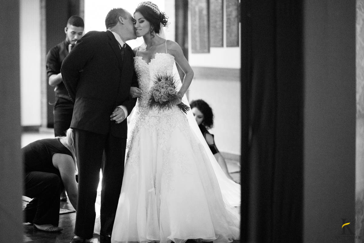 katy-tesser-fotografo-casamento-noivo-noiva-pais-vestido-veu-bouquet-buque-pais-cerimonia-religioso-decoracao-aliança-beijo