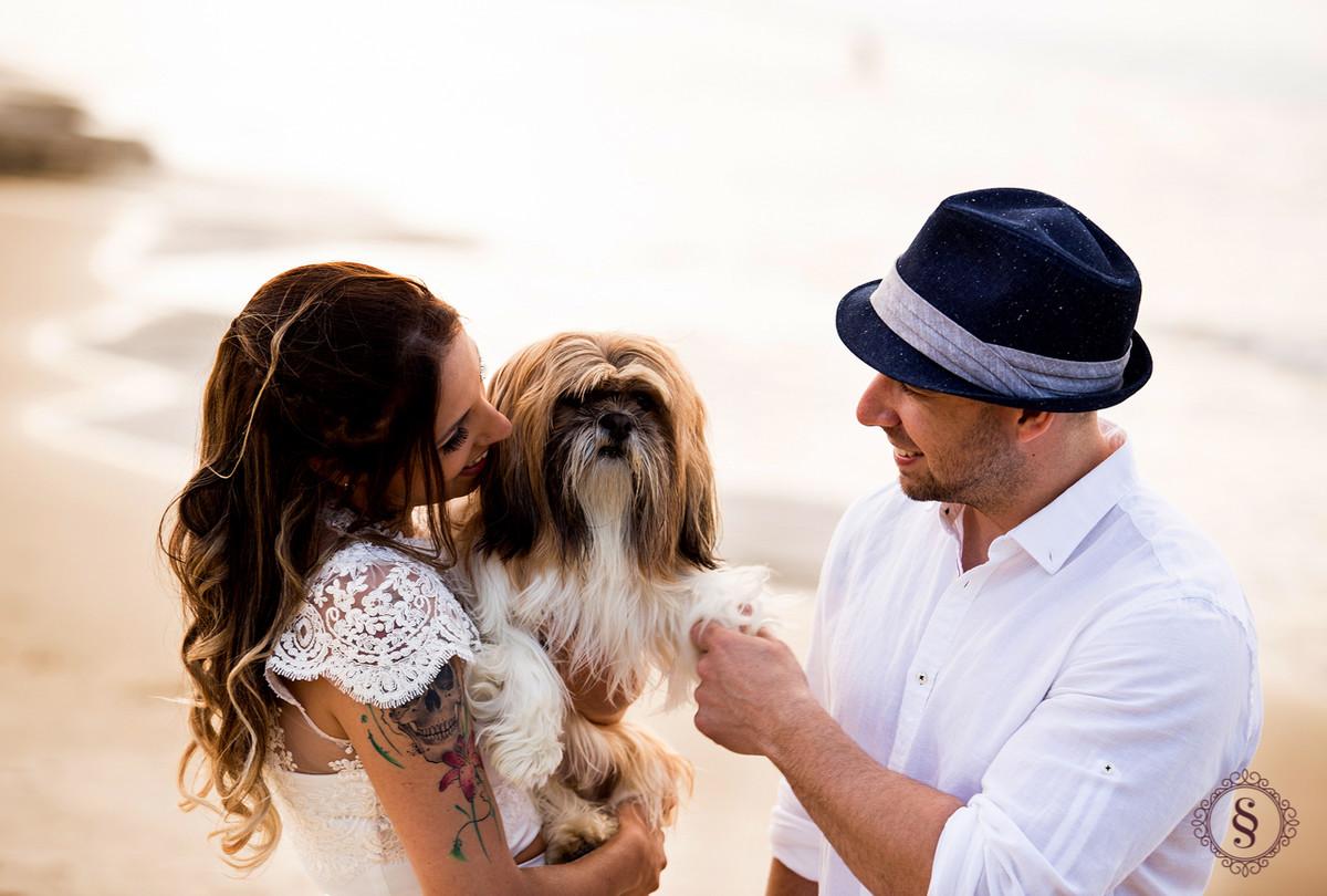 noivos com cachorro no colo em floripa sc