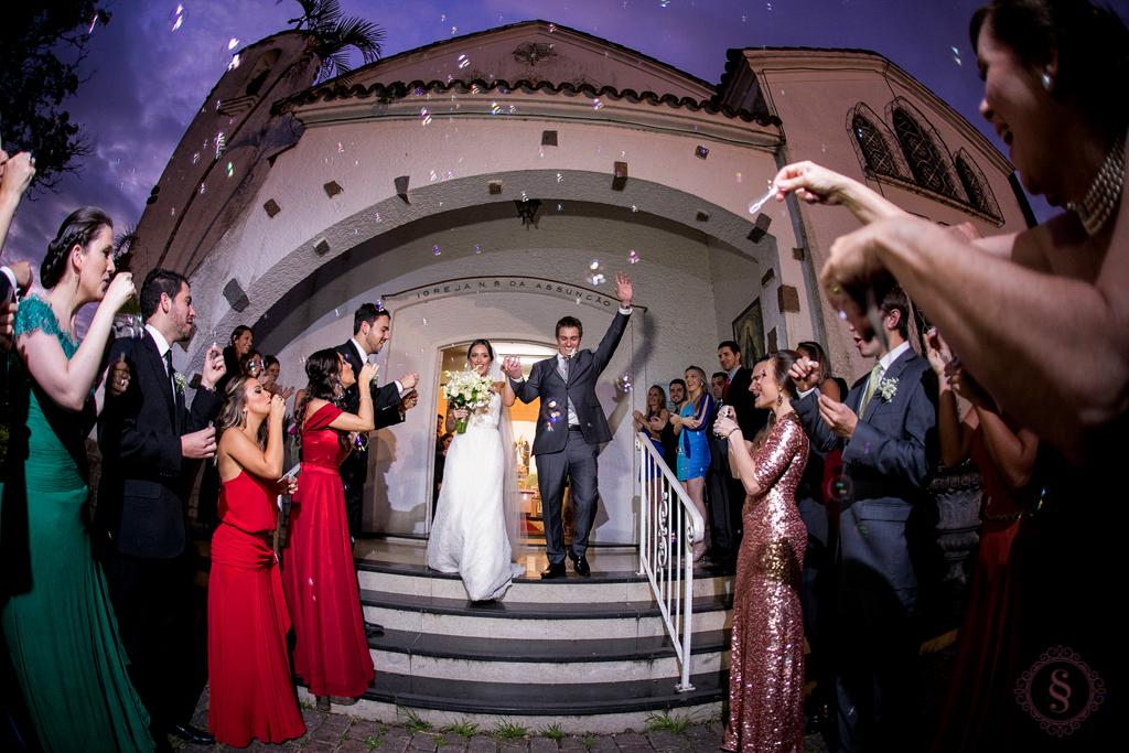 saída dos noivos antonio e carmen