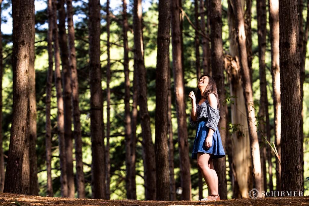 Ensaio feminino ao ar livre canela gramado book 15 anos verde campo serra pinhos