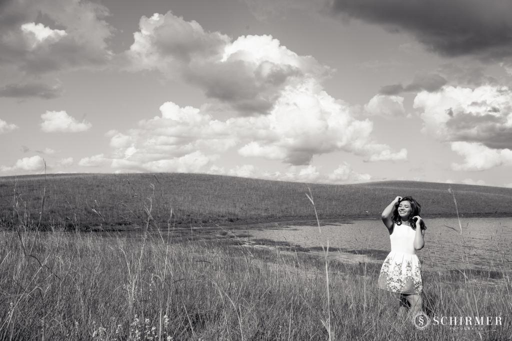 Ensaio feminino ao ar livre canela gramado book 15 anos verde campo serra