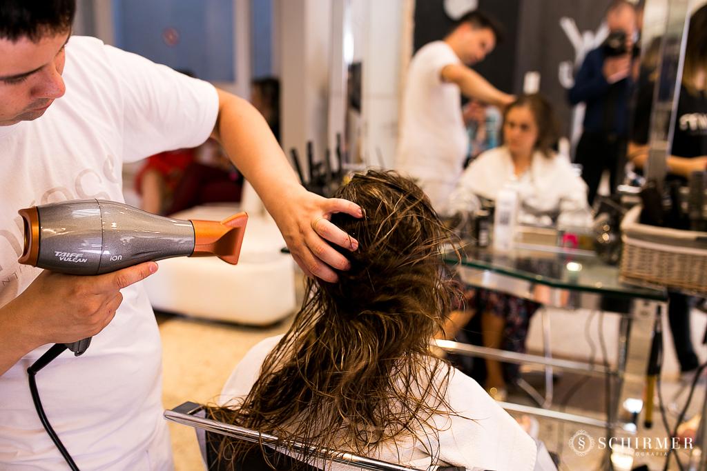 making of noiva andressa secando cabelo