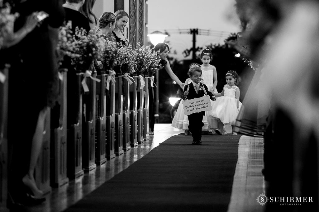 casamento porto alegre noiva andressa e jõao igreja santo antonio entrada pajem e daminhas