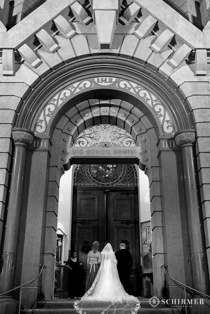 casamento porto alegre noiva andressa e jõao igreja santo antonio entrada igreja pai da noiva