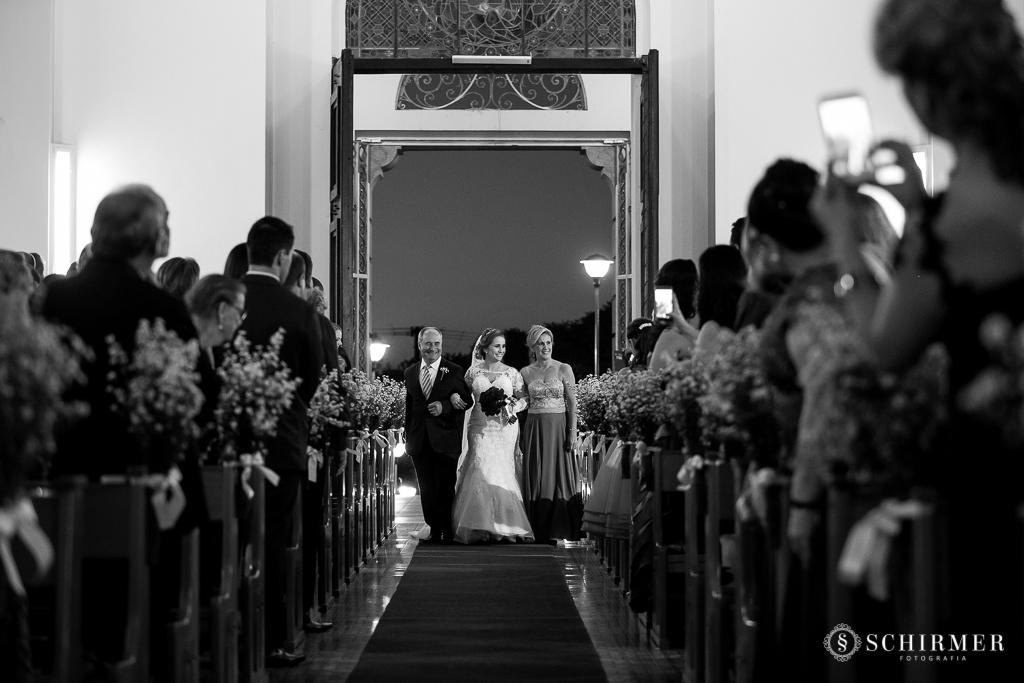 casamento porto alegre noiva andressa e jõao igreja santo antonio entrada noiva com pais