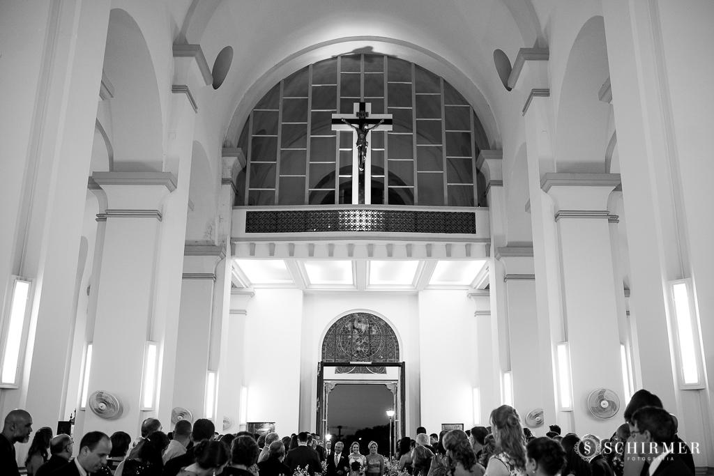 casamento porto alegre noiva andressa e jõao igreja santo antonio entrada da noiva com pais