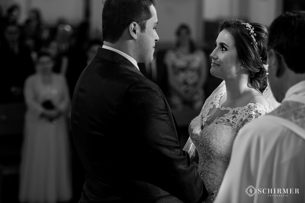 casamento porto alegre noiva andressa e jõao igreja santo antonio noivos no altar engraçado