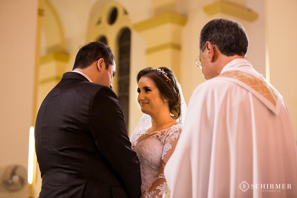 casamento porto alegre noiva andressa e jõao igreja santo antonio noivos no altar