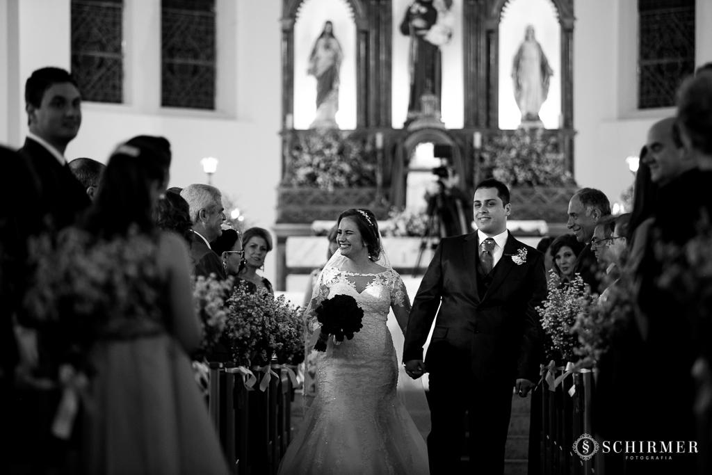 casamento porto alegre noiva andressa e jõao igreja santo antonio noivos no altar saída dos noivos