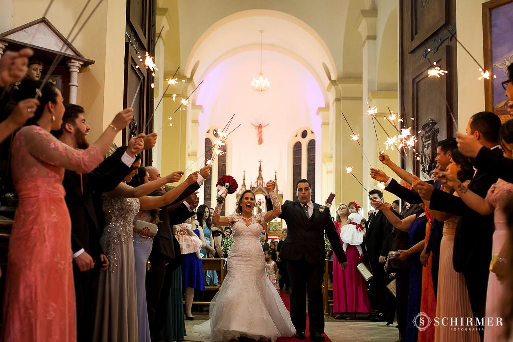 casamento porto alegre noiva andressa e jõao igreja santo antonio noivos saida dos noivos