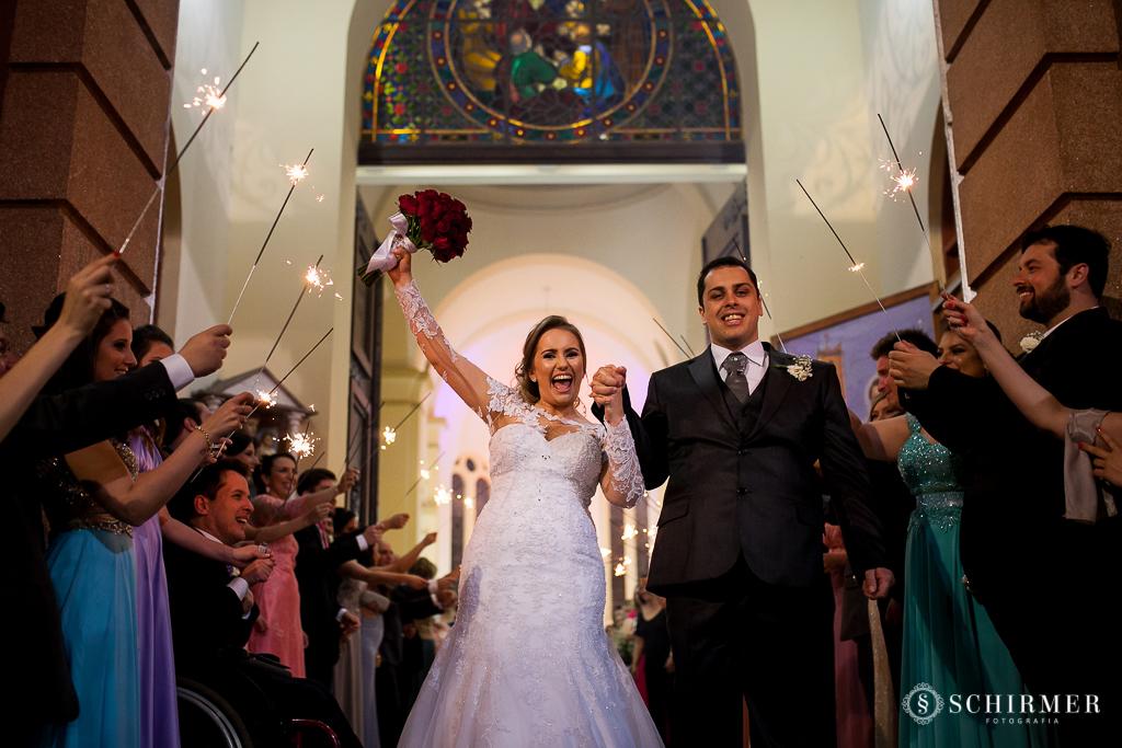 casamento porto alegre noiva andressa e jõao igreja santo antonio saída dos noivos