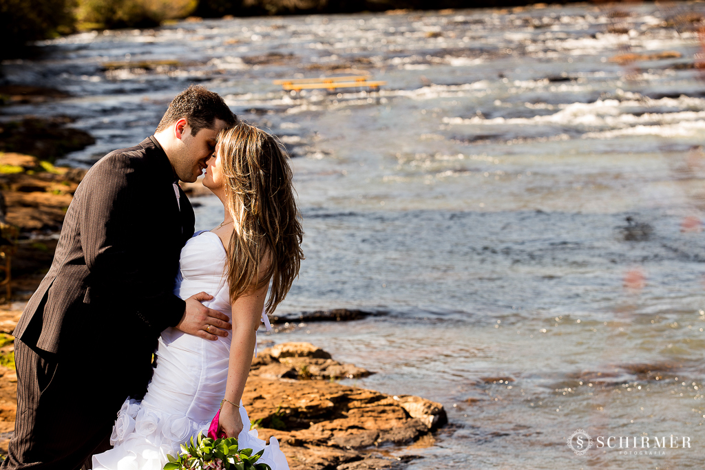 ensaio pre casamento andressa e joão vacaria RS pre wedding cachoeirinha fotografo de casamento região metropolitana Parque das Cachoeiras beijo