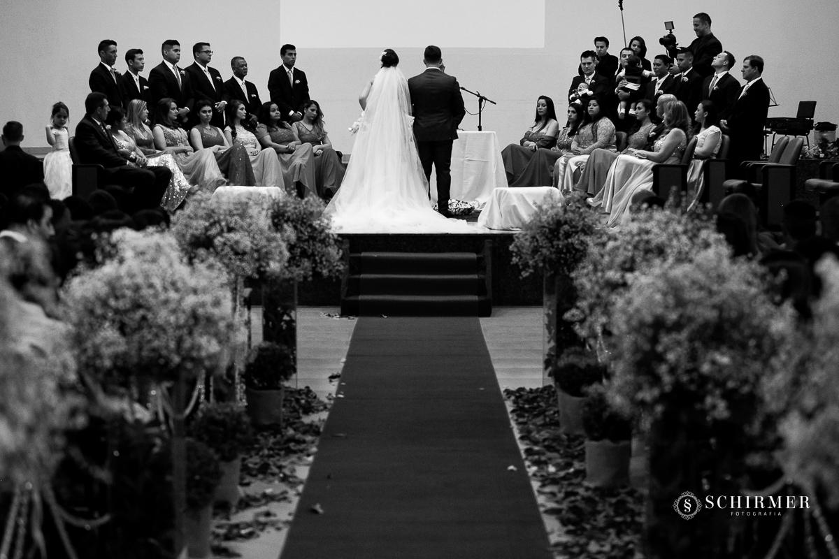 noivos no altar flores - schirmer fotografia - porto alegre - fotografo de casamento maycon e jana