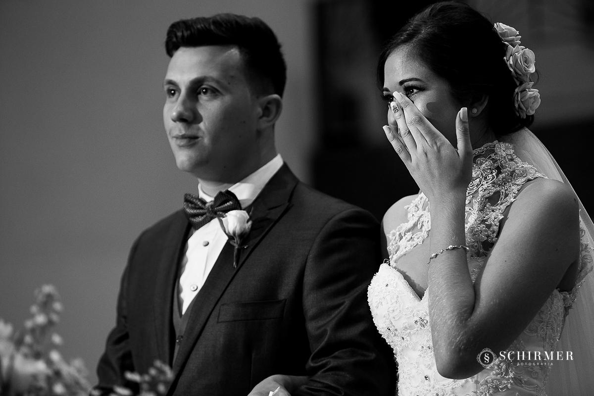 lagrimas da noiva emoção no altar