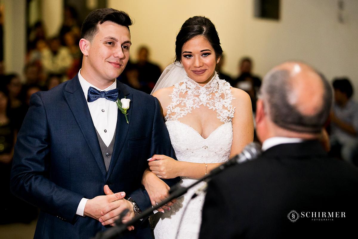 noivos no altar - schirmer fotografia - porto alegre - fotografo de casamento maycon e jana