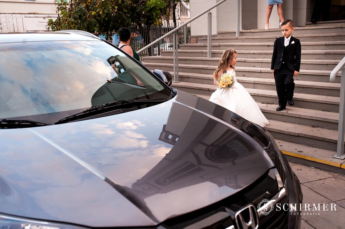 schirmer fotografia casamentos em porto alegre RS igreja paroquia são joão carro noiva pagens reflexo