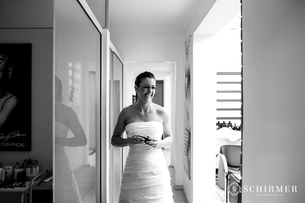 schirmer fotografia casamentos em porto alegre RS noiva vestido sorriso