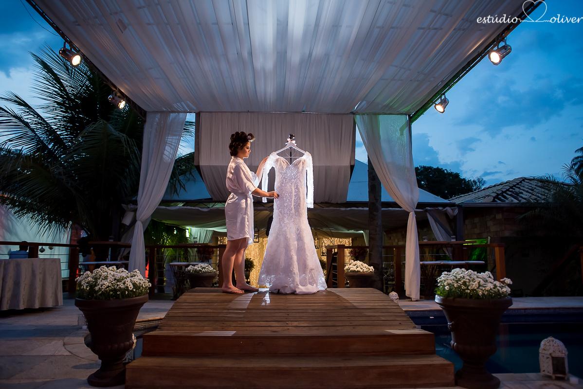vestido de noiva, vestida de branco