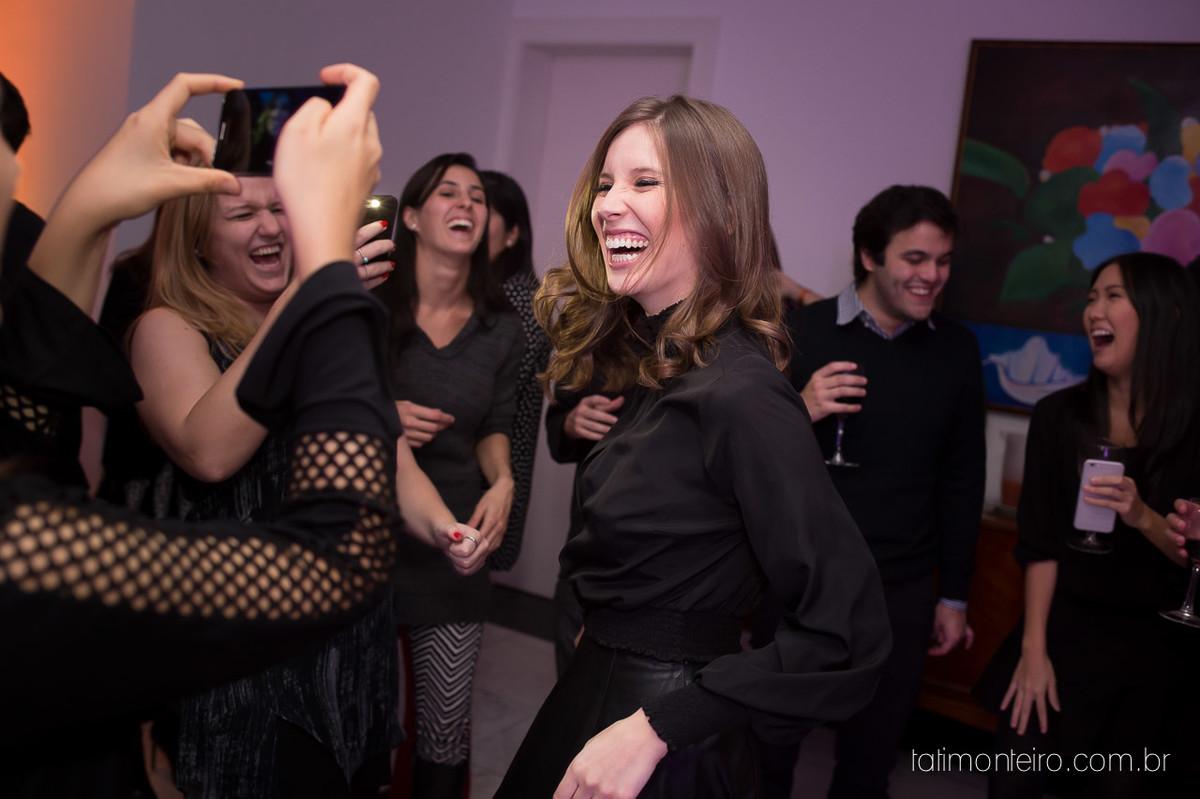 festa de aniversario da laura, laura sorrindo e dançando com os amigos, fotografia da festa de aniversario da laura, sao paulo
