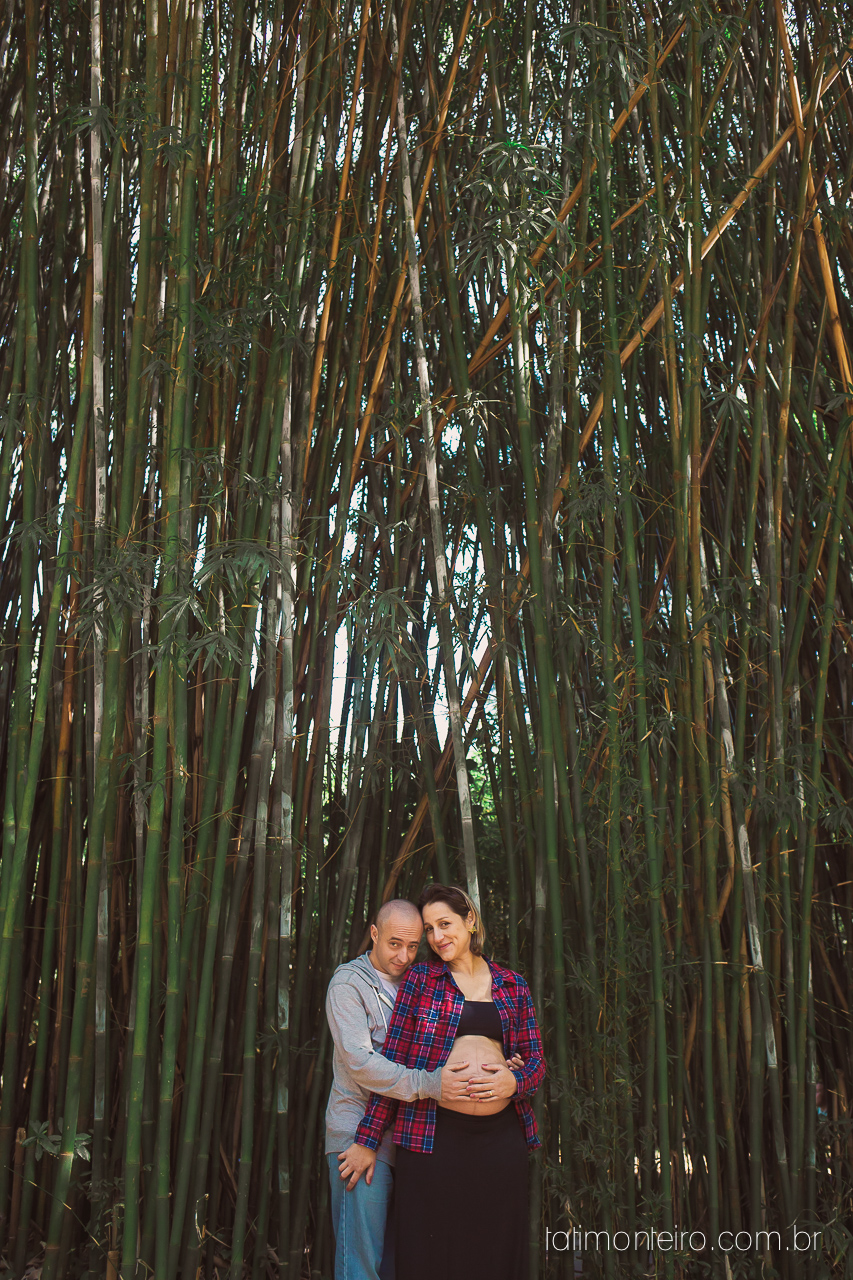 fotografia gravida no parque, casal gravido no parque, casal esperando bebe, ensaio de gestante no parque, gravida sorrindo, esperando bebe, fotografo de gestante sp, book gestante sp