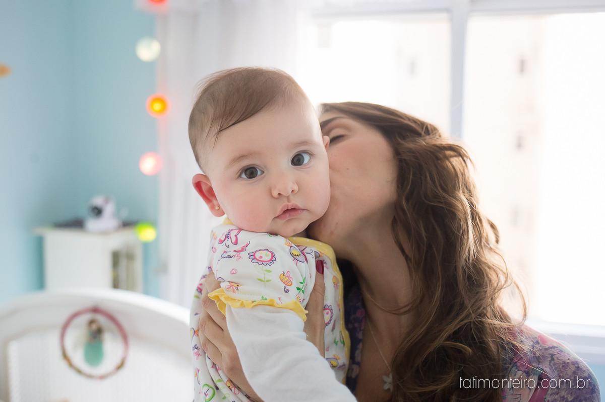 ensaio de familia lifestyle, ensaio de familia em casa, fotos de familia, fotografa de familia sp, fotografo de familia sp, fotografa de bebe sp, mãe beijando bebe