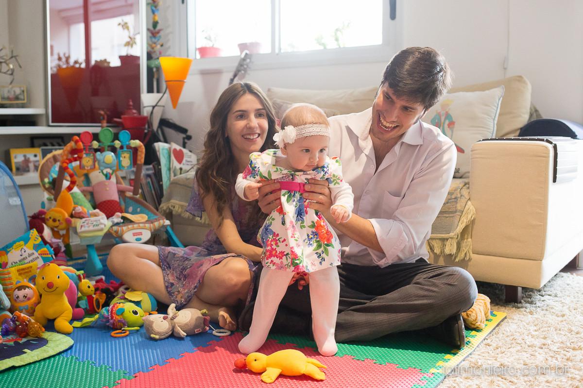 ensaio de familia lifestyle, ensaio de familia em casa, fotos de familia, fotografa de familia sp, fotografo de familia sp, fotografa de bebe sp, bebe ficando de pe