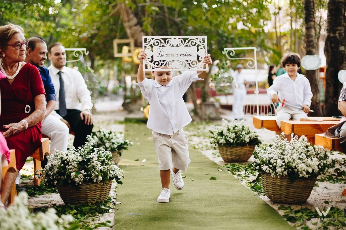 Entrada do pagem trazendo a plaquinha pois a noiva estava chegando