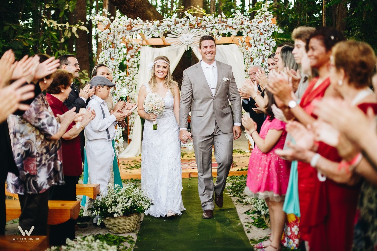Saida dos noivos após o casamento