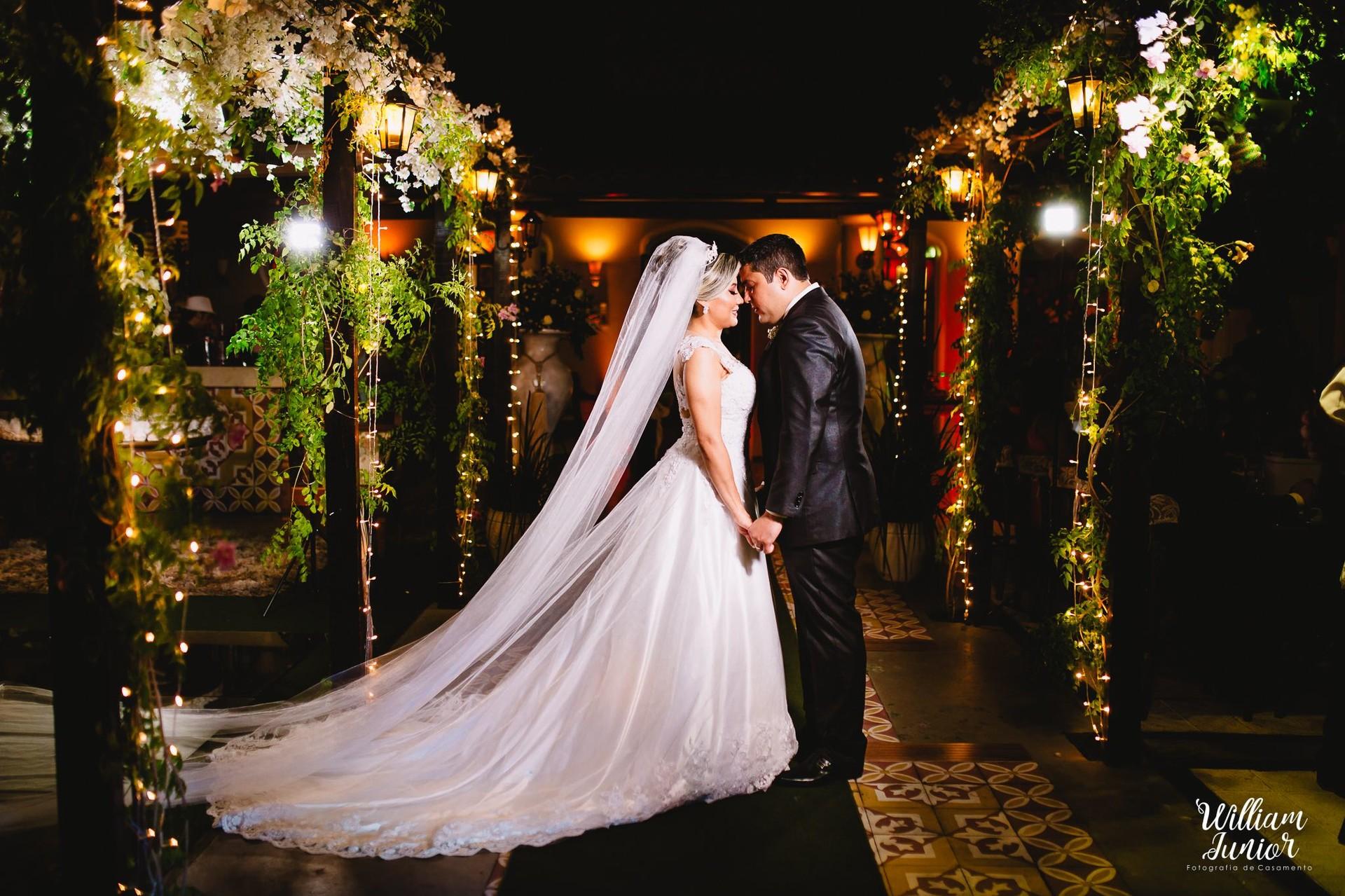 Imagem capa - Como economizar na sua festa de casamento e garantir um dia perfeito por William Junior Fotografia