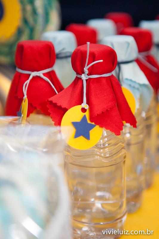 garrafas de água com estrela