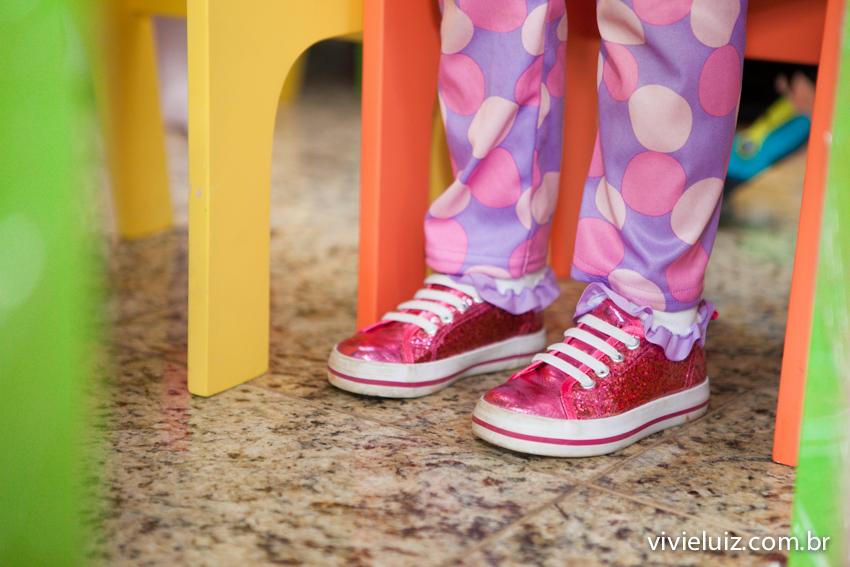 detalhes dos sapatos brilhantes