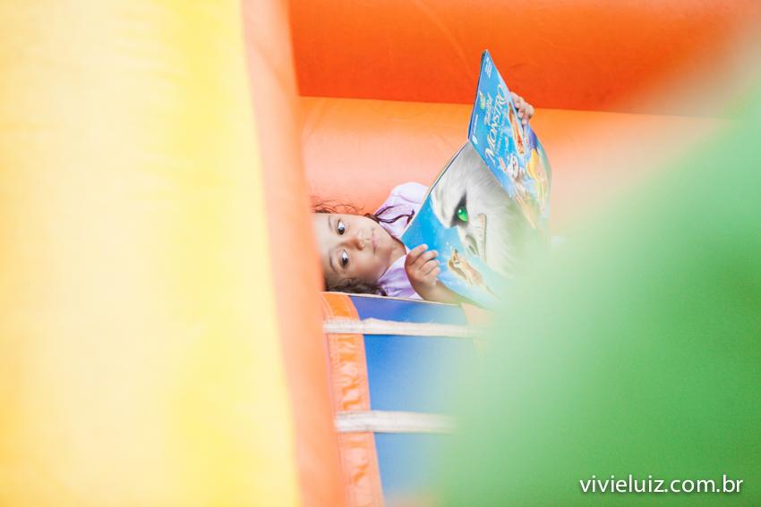 leitura no brinquedo