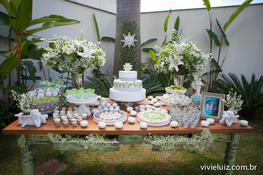 mesa decorada para o batizado