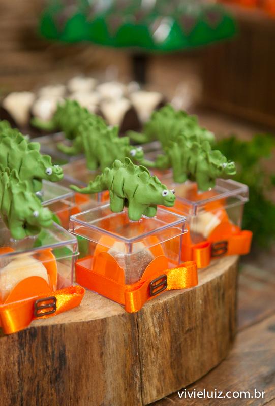 embalagem de brigadeiro com dinossauros