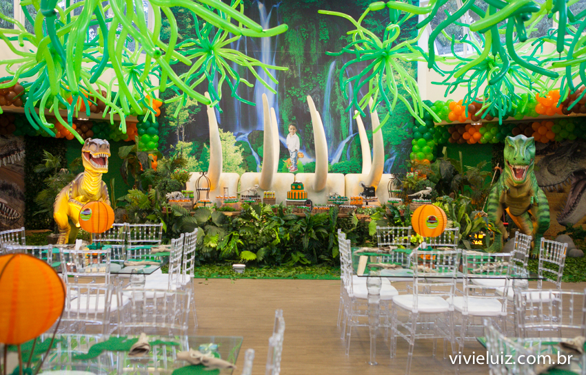 salao decoração de jurassic park