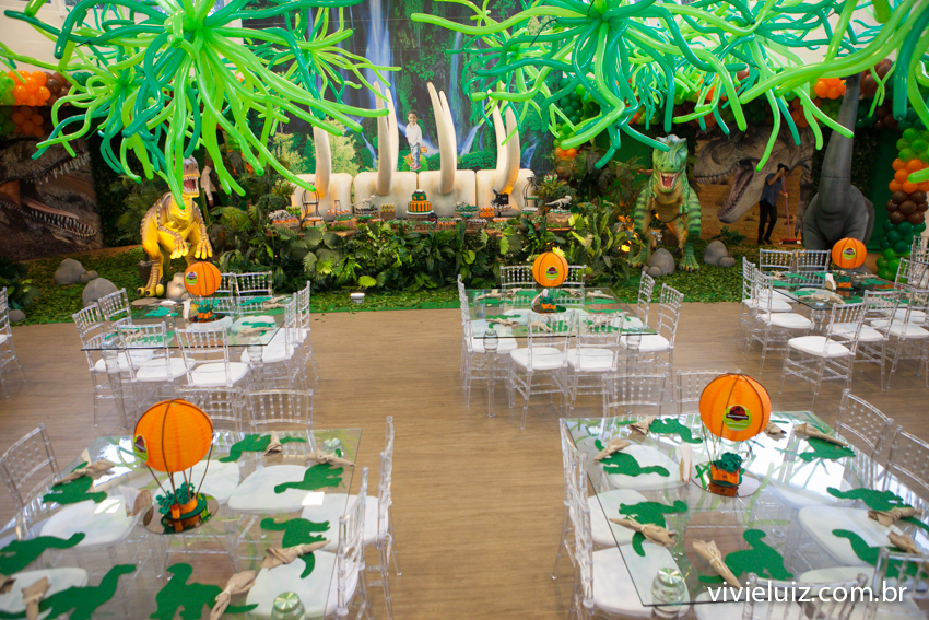 mesa decoração de jurassic park