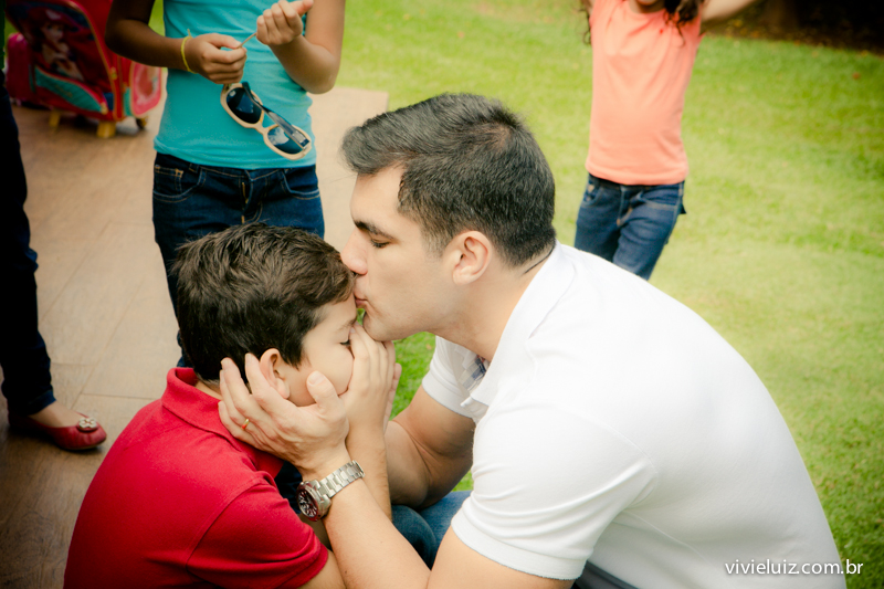 pai beijando filho