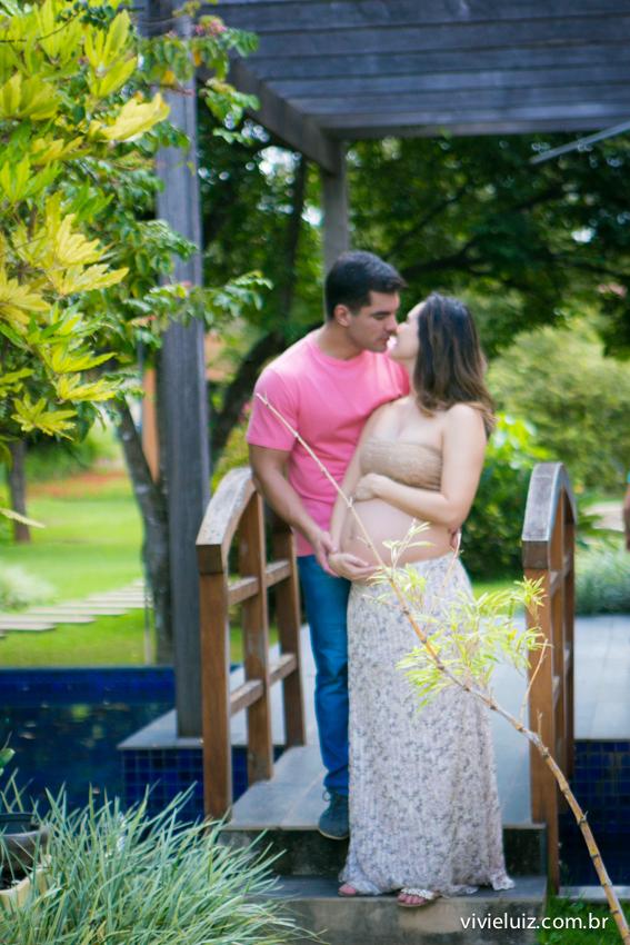beijo do casal gravido