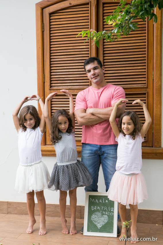 trigêmeas bailarinas com o pai
