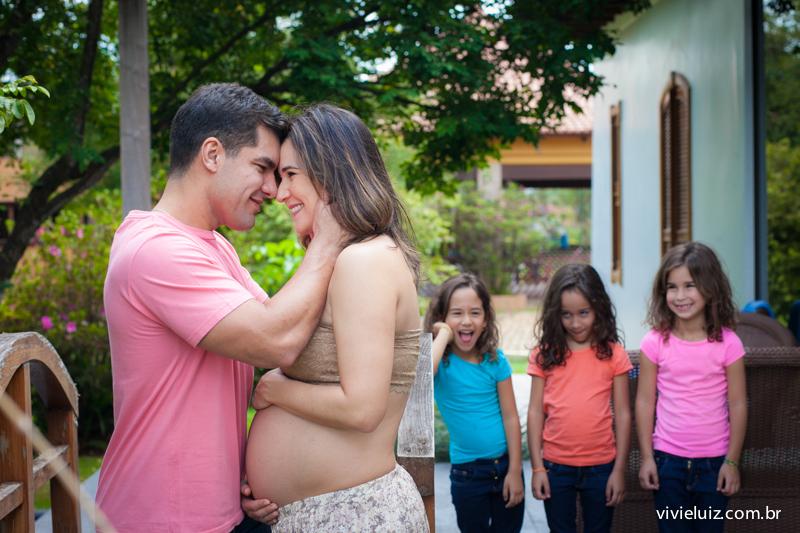 filhas olhando pais namorarem