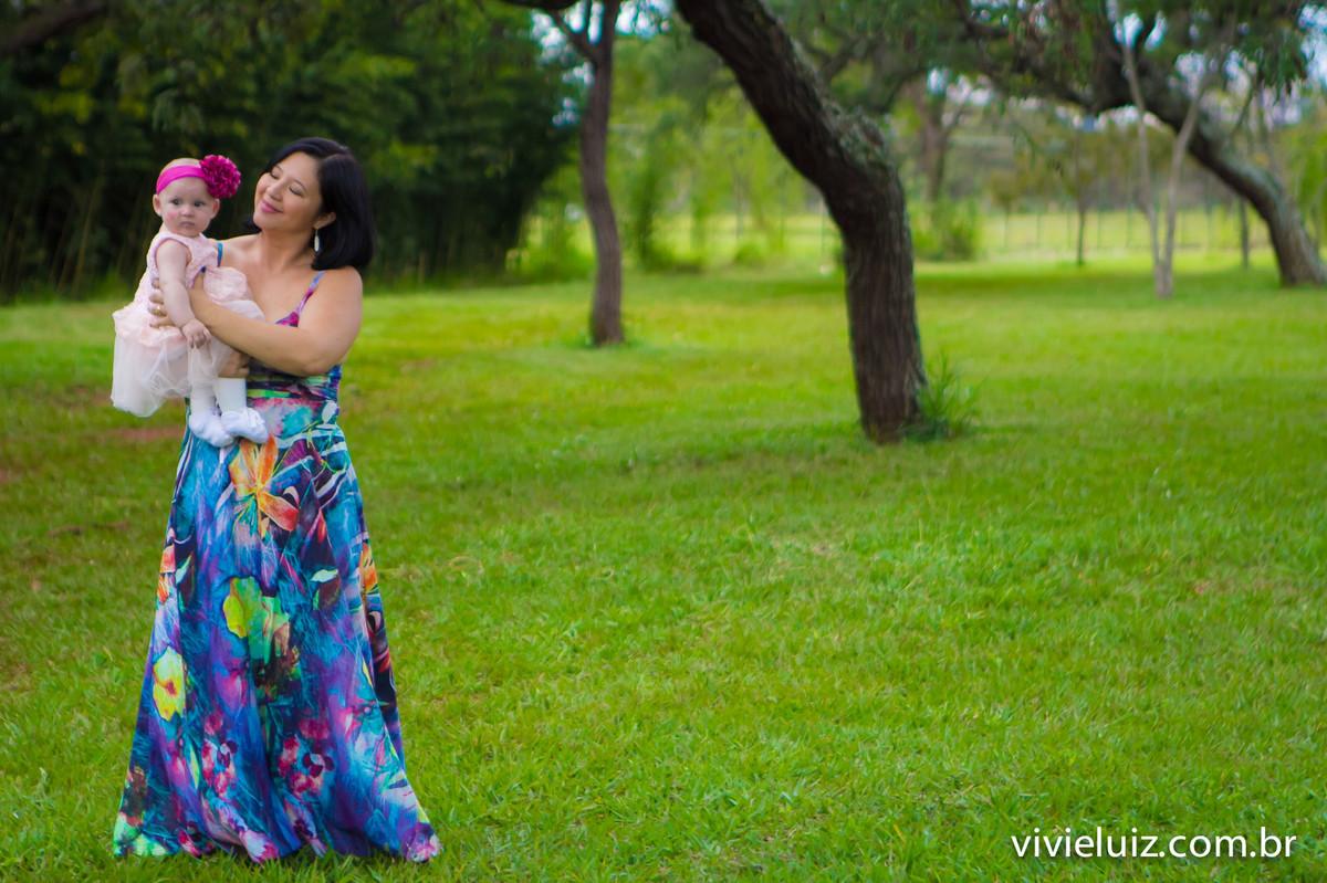 mae e filha no campo