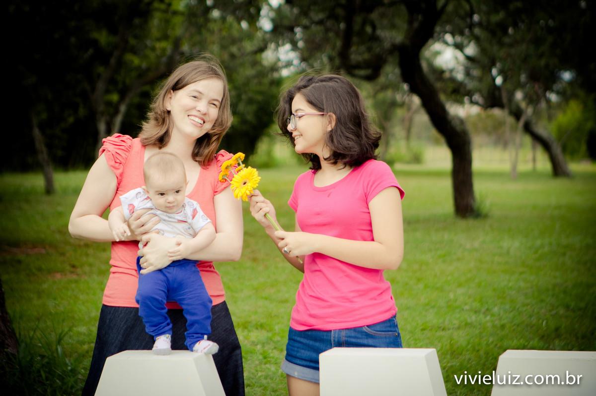filhas com mae no campo verde