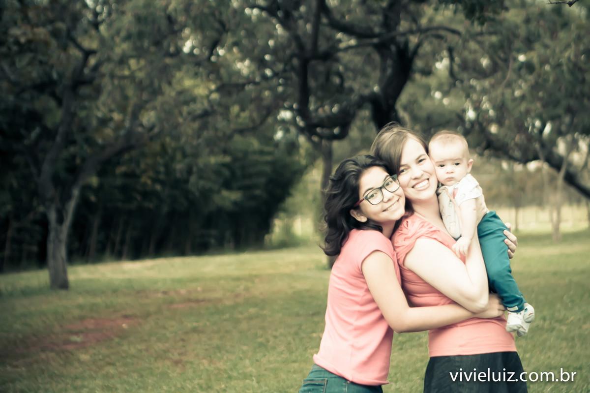 abraço de dia das mães ao ar livre
