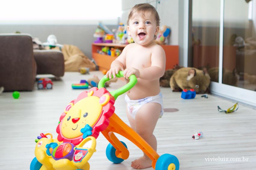 criança com andador