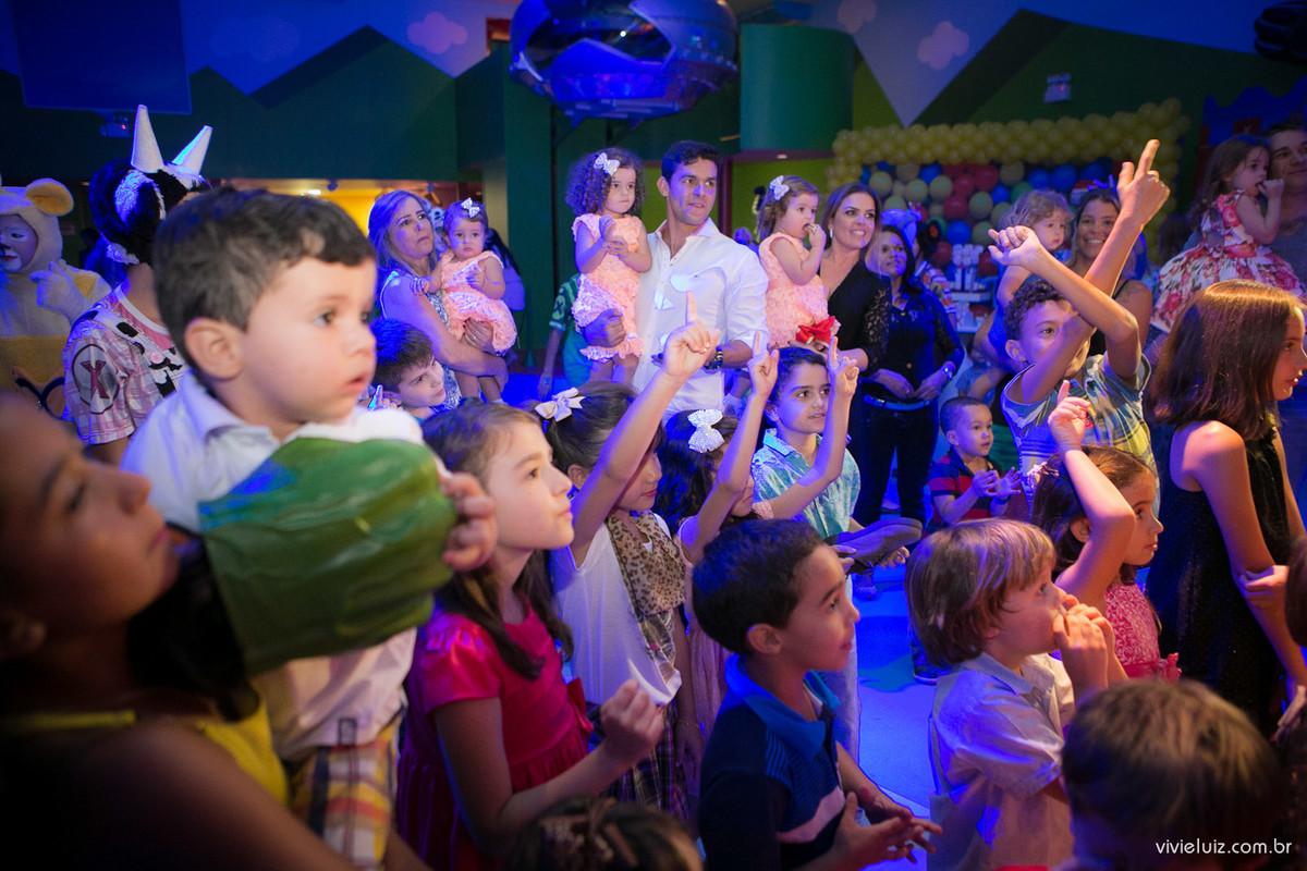 crianças dançando na casa x brasilia fotografado por Vivi e Luiz Fotografias